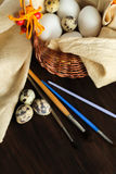 Ainda vida rústica com os ovos prontos para a decoração Foto de Stock Royalty Free
