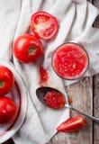Ainda vida rústica com tomates Imagens de Stock Royalty Free