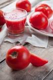 Ainda vida rústica com tomates Imagens de Stock