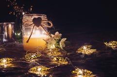 Ainda vida romântica com luz de vela Fotos de Stock