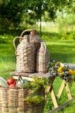 Ainda vida rural com a cesta dos vegetais Fotos de Stock Royalty Free