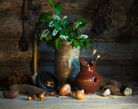Ainda vida rural com vegetais e material home Fotos de Stock