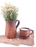 Ainda vida simples com jarro e o copo cerâmicos Fotos de Stock