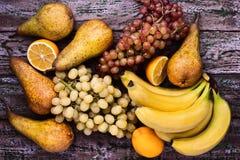 Ainda-vida sortido dos frutos no fundo roxo Foto de Stock Royalty Free