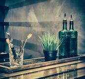 Ainda vida, uma barra com garrafas Foto de Stock Royalty Free