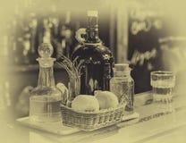 Ainda vida, uma barra com garrafas Imagens de Stock Royalty Free