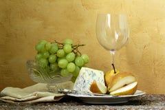 Ainda vidro da vida do vinho, queijo azul Fotografia de Stock Royalty Free