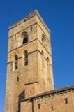 Ainsa历史的教会的塔  库存照片