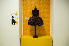 Ainsi exposition tellement critique de mode à Milan le 20 septembre 2013 images libres de droits