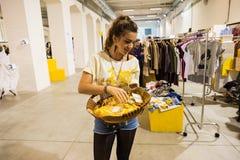 Ainsi exposition tellement critique de mode à Milan le 20 septembre 2013 photo libre de droits