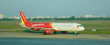 Aiplane de VietjetAir na pista de decolagem Imagens de Stock