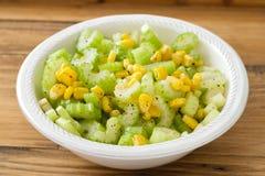 Aipo da salada com milho na bacia branca Imagem de Stock Royalty Free
