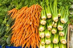 Aipo e cenouras no mercado dos fazendeiros Imagem de Stock Royalty Free