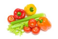 Aipo e vegetais em um fundo branco. foto horizontal. Imagem de Stock