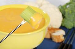 Aipo mergulhado no queijo Foto de Stock
