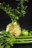 Aipo, raiz de aipo - aipo vermelho e maçãs verdes, v saudável fresco Foto de Stock Royalty Free
