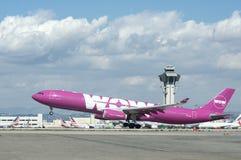 Air Airbus A330 de wow Image stock