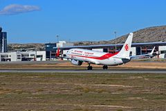 Air Algerie surfacent juste quittant la piste à l'aéroport d'Alicante Photos libres de droits