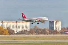 Air Arabia Airbus A320 sur l'atterrissage final Images libres de droits