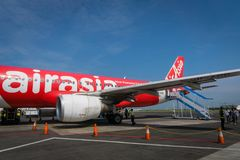 Air Asia Airbus a débarqué au lever de soleil - Ahmad Yani International Airport, Semarng, Indonésie Images stock