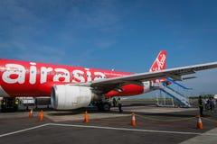 Air Asia Airbus a débarqué au lever de soleil - Ahmad Yani International Airport, Semarng, Indonésie Images stock