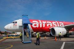 Air Asia Airbus a débarqué au lever de soleil - Ahmad Yani International Airport, Semarng, Indonésie Photo libre de droits