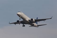 Air Astana-Luchtvaartlijnen Embraer 190 vliegtuigen Royalty-vrije Stock Foto