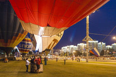 Air-ballons internationaux pendant l'exposition de nuit Photos stock
