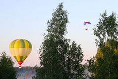 Air balloon and a paraglider Royalty Free Stock Images