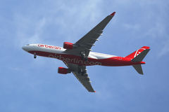 Air Berlin Airbus A330 descending for landing at JFK International Airport in New York Stock Photos