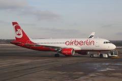 Air Berlin aplana no alcatrão Imagens de Stock Royalty Free
