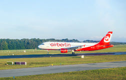 Air Berlin Boeing 737 sur la piste Image libre de droits