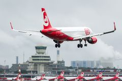 Air Berlin D-ABHJ - Airbus A320-214 approaching Tegel Airpot stock photography
