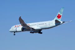 Air Canada C-GHPX, Boeing 787-8 Dreamliner landning i Peking, Kina Arkivbilder