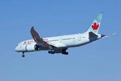 Air Canada C-GHPX, Landung Boeings 787-8 Dreamliner in Peking, China Stockbilder