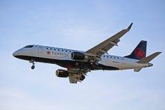 Air Canada Embraer expreso ERJ-175 en acercamiento final fotos de archivo