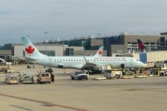 Air Canada Embraer 190 på Ft Lauderdale flygplats Royaltyfri Foto