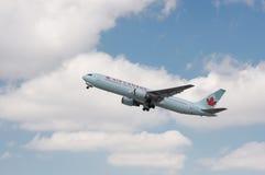 Air Canada Jet Taking Off Royaltyfri Fotografi