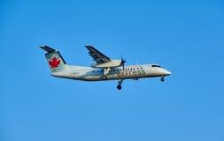 Air Canada lądowania Ekspresowy samolot Obraz Stock