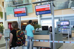 Air Canada registreringsskrivbord på YVR-flygplatsen Royaltyfri Fotografi