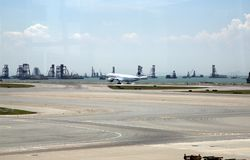 Air Canada surfacent dans l'aéroport international de Hong Kong Image stock