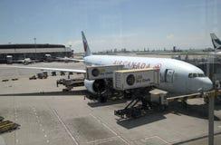 Air Canada surfacent dans l'aéroport international de Hong Kong Photographie stock