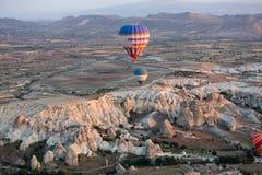 Air chaud Baloon au-dessus de Cappadocia au lever de soleil Images libres de droits