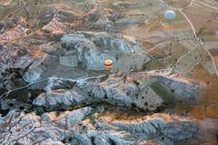 Air chaud Baloon au-dessus de Cappadocia au lever de soleil Image stock