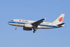 Air China β-6023 airbus α-319-100 που προσγειώνεται στο Πεκίνο, Κίνα Στοκ φωτογραφίες με δικαίωμα ελεύθερης χρήσης