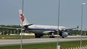 Air China acepilla el carreteo en la pista, Francfort, FRA