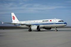 Air China Aeroplae no aeroporto de Turpan Imagens de Stock Royalty Free