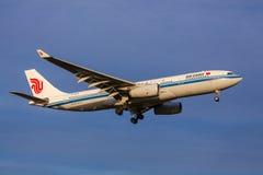 Air China Airbus s'approchant au débarquement à l'aéroport de Melbourne Photos libres de droits