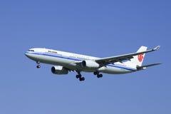 Air China Airbus A330-343X, aterrissagem B6512 no Pequim, China Fotografia de Stock Royalty Free