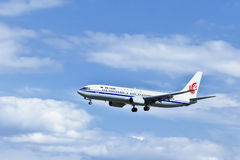 Air China B-5622, Boeing 737-89L landning i Peking, Kina Royaltyfri Bild